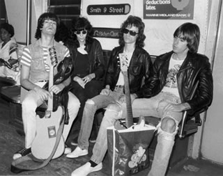 Ramones no metrô de Nova York em 1975